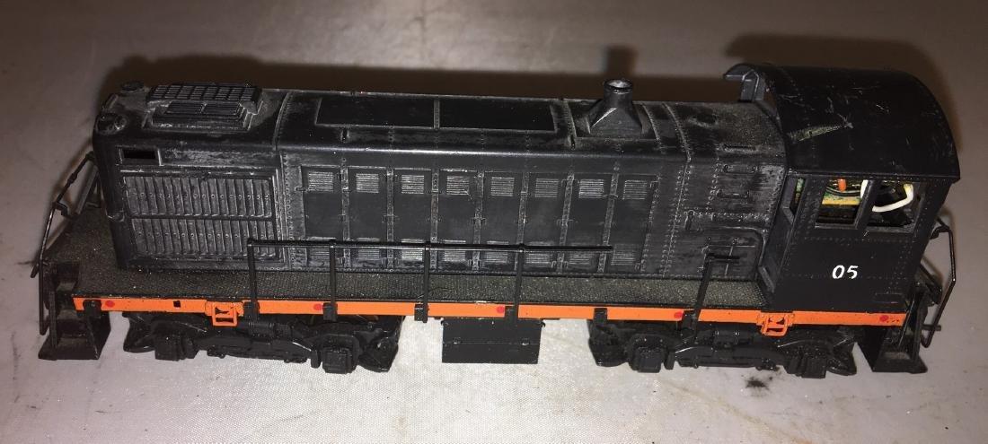 Atlas HO Scale SW Diesel Engine - 5