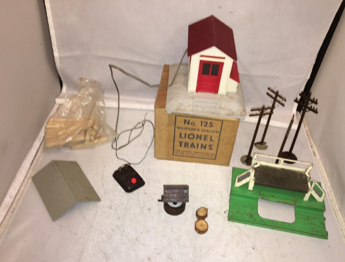 Lionel Postwar O Gauge Accessories
