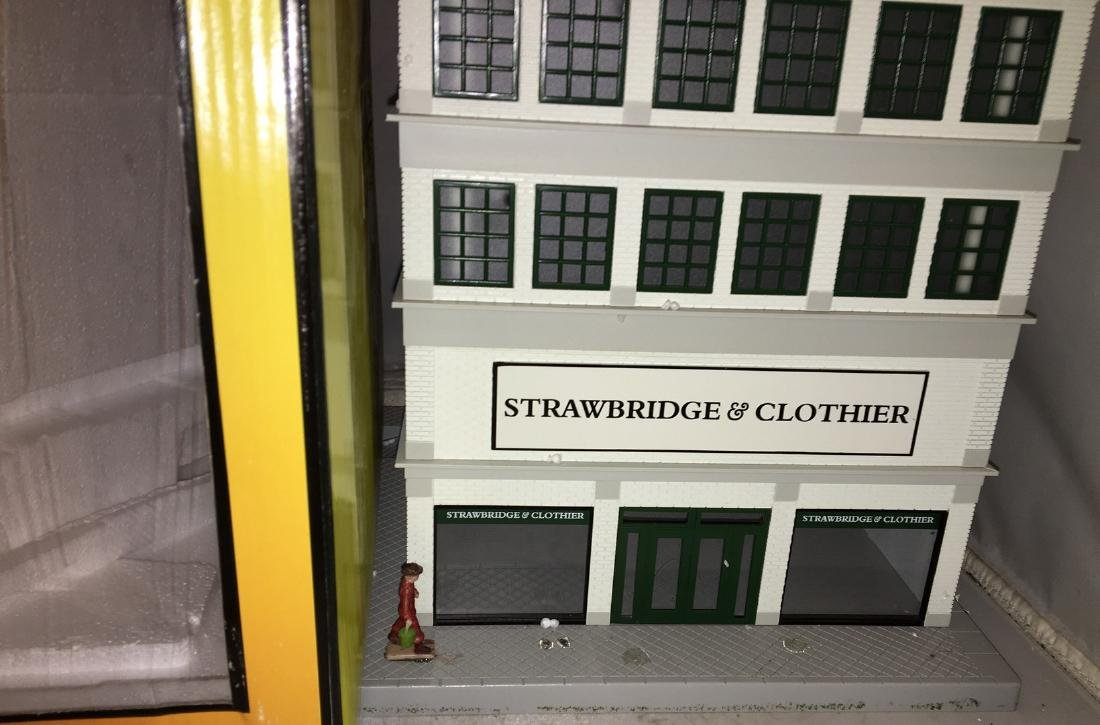 MTH Strawbridge and Clothier O Gauge Building - 3