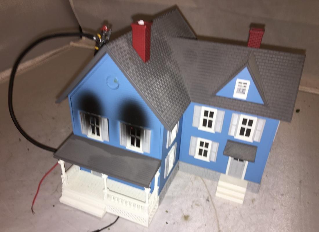 MTH O Gauge House on Fire - 3