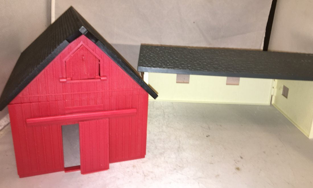 Ertl Farm Country O Gauge Barn Plus