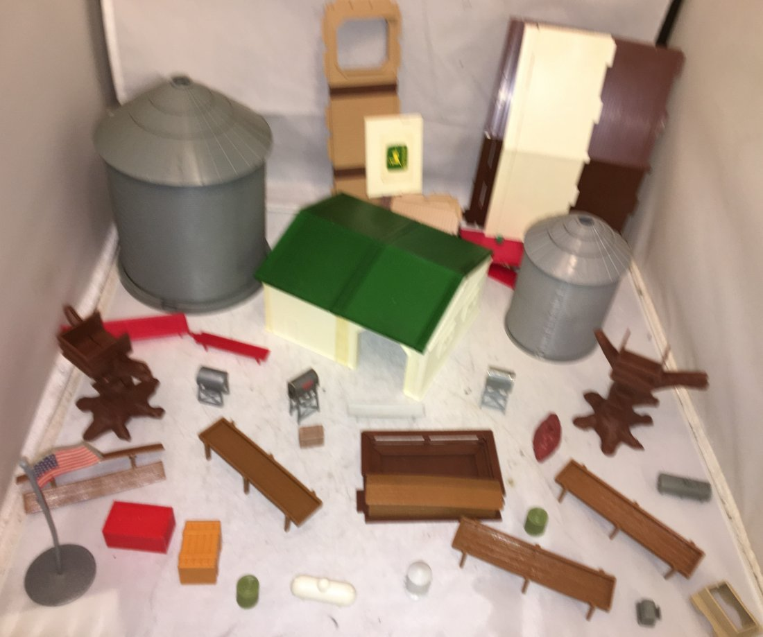 Ertl Farm Country O Gauge Accessories