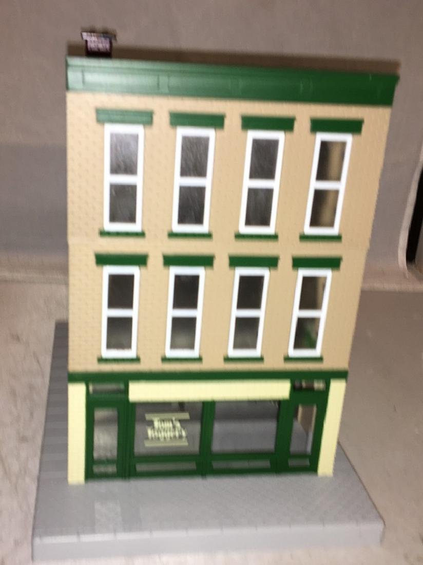 MTH Toms Toggerty O Gauge 3-Story Building