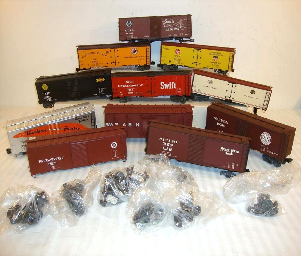 15: 11 ATHEARN O GAUGE BOX AND REEFER CARS