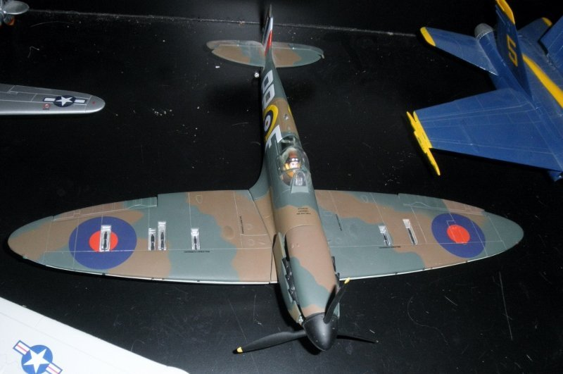 CORGI SPITFIRE 1:32 SCALE METAL WWII FIGHTER PLANE