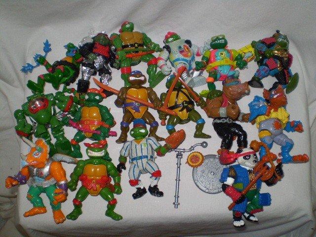 19: 16 Ninja Turtle Action figures