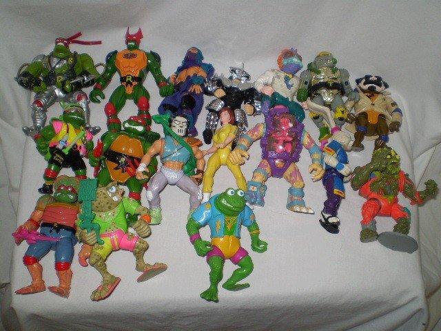 20: 17 Ninja turtles action figures