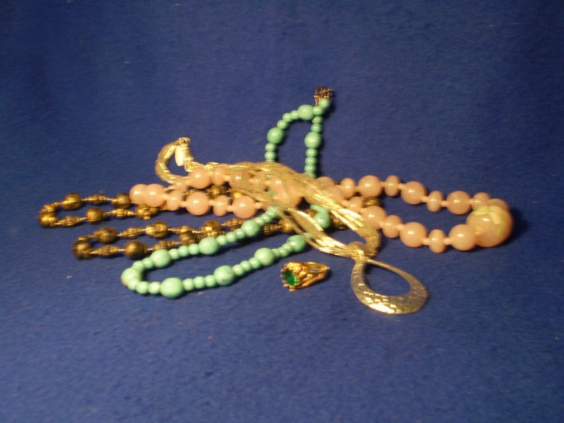 1: Costume Jewelry 4 neclaces 1 ring