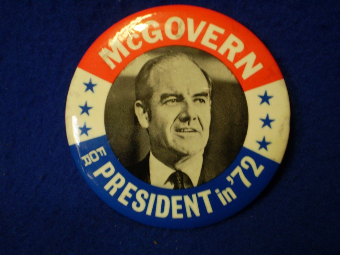 """22: Large 3.5"""" McGovern 72 Button"""