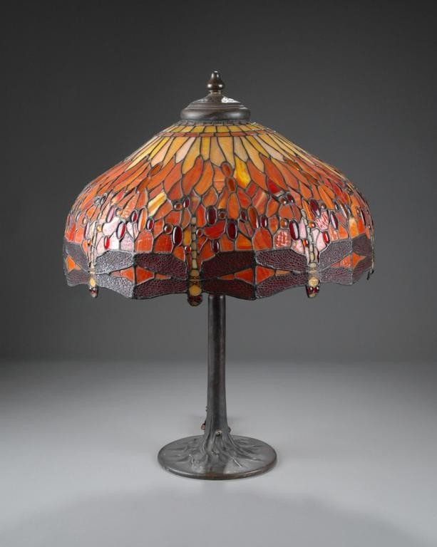 93: A TIFFANY STYLE ART GLASS DRAGONFLY TABLE LAMP