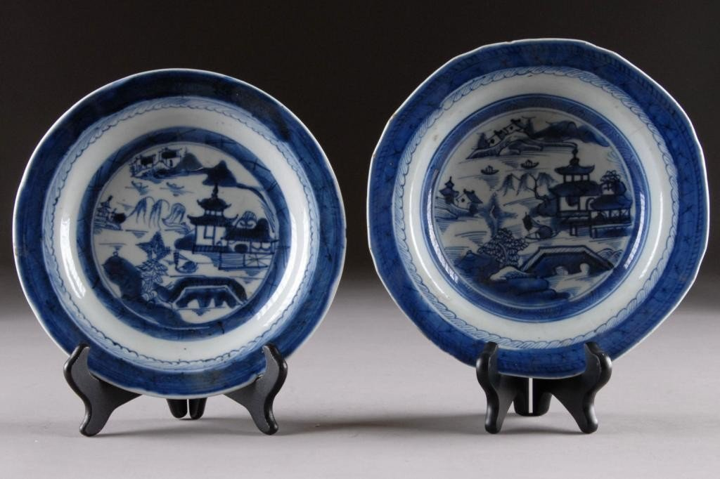 15: AN ANTIQUE CANTON BLUE AND WHITE BOWL,