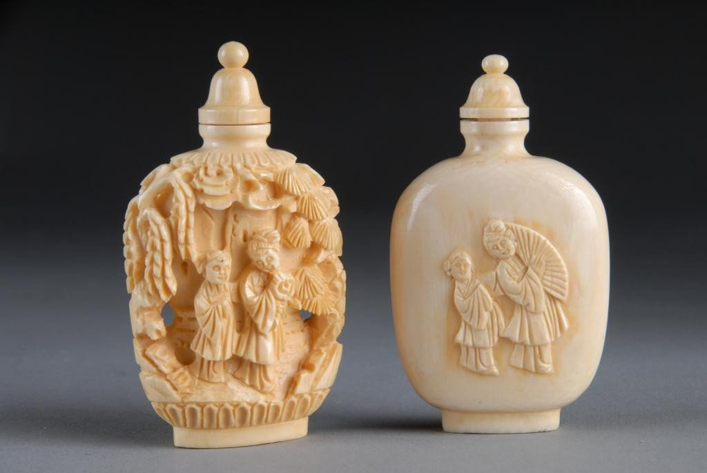 17: TWO CHINESE CARVED IVORY SNUFF BOTTLES, SECOND