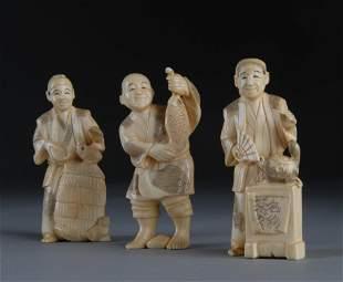A SET OF 3 VINTAGE JAPANESE CARVED IVORY OKIMONOS