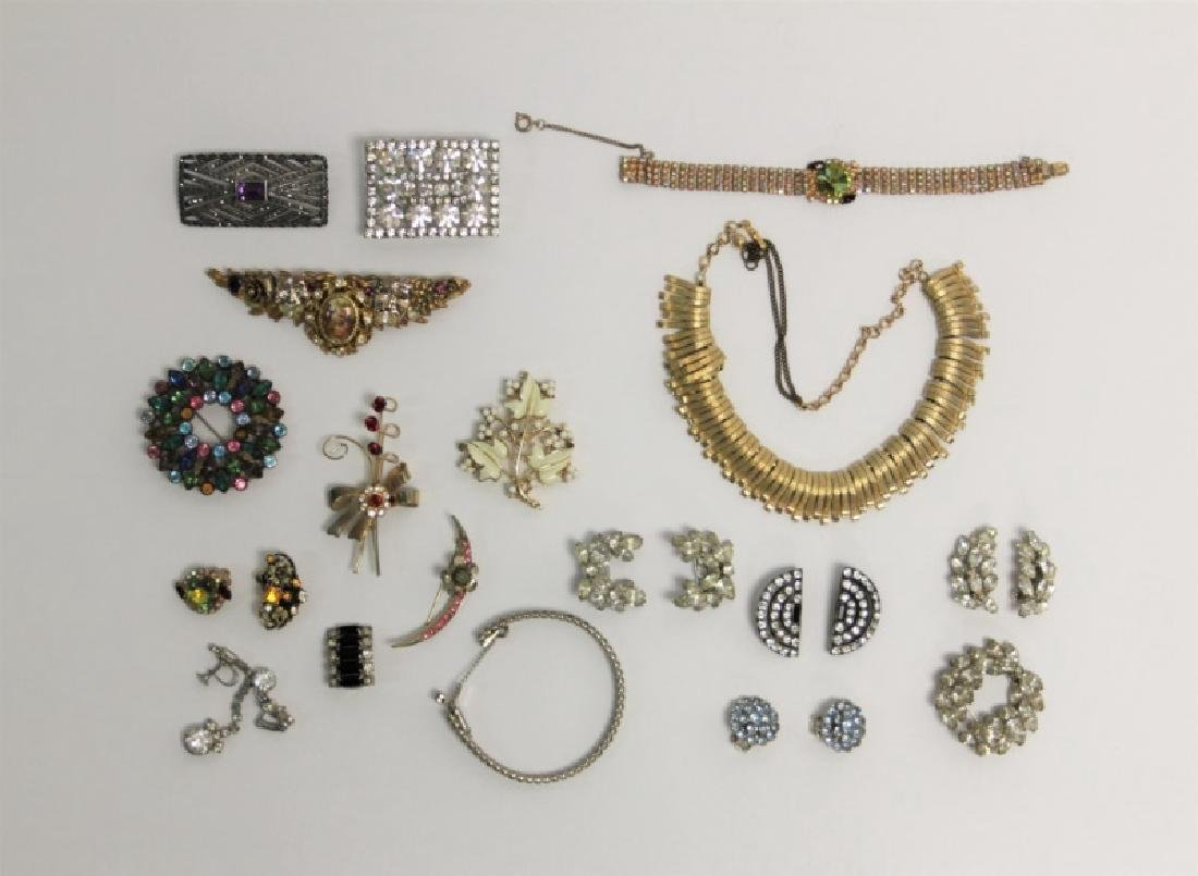 (24) Pcs Vintage Costume Jewelry