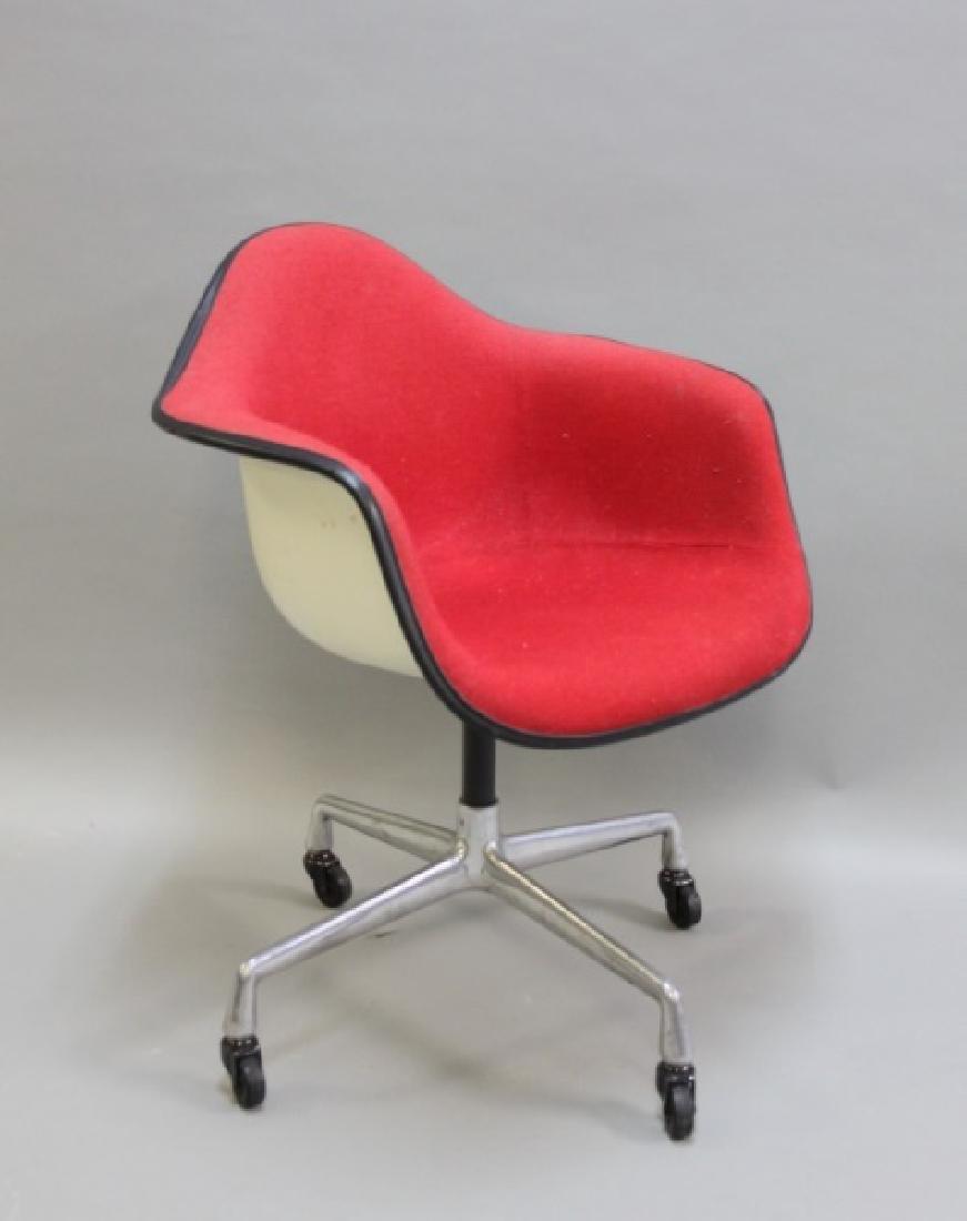 Herman Miller Fiberglass Shell Chair w Casters