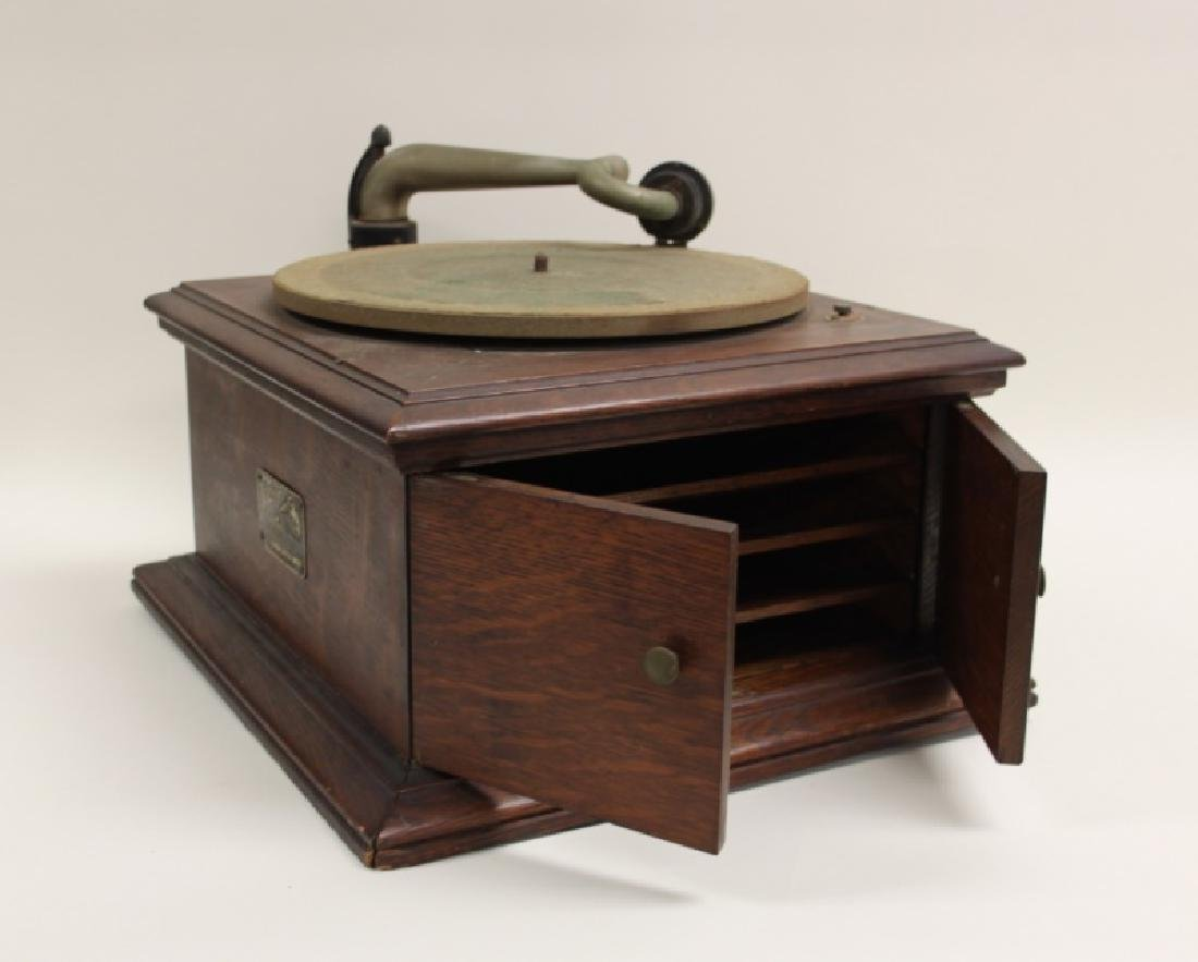 Victor Talking Machine Co. Victrola Phonograph - 7