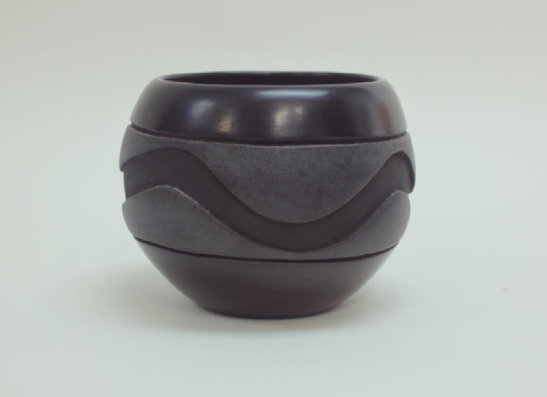 Santa Clara Pueblo Pottery Olla w Snake & Lizard - 3