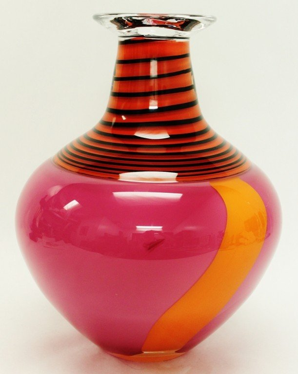 11: Hoglund , New Zealand Hand-Blown Art Glass Vase