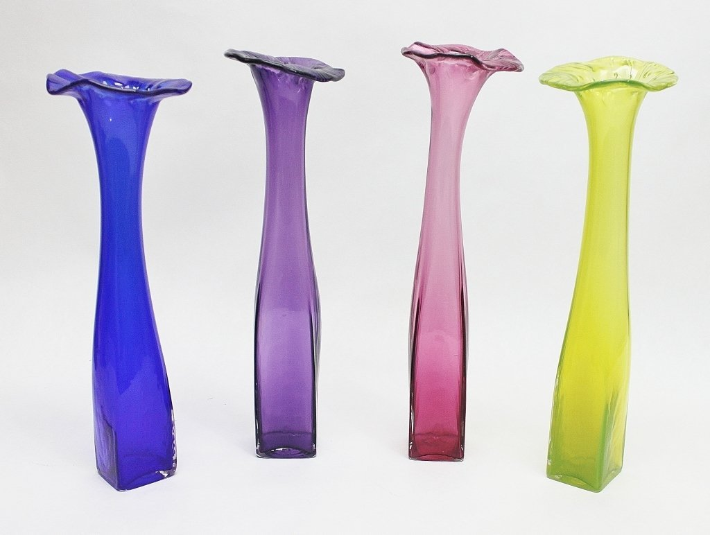"""11: (4) Large, Scalloped """"Lily"""" Art Glass Bud Vases"""