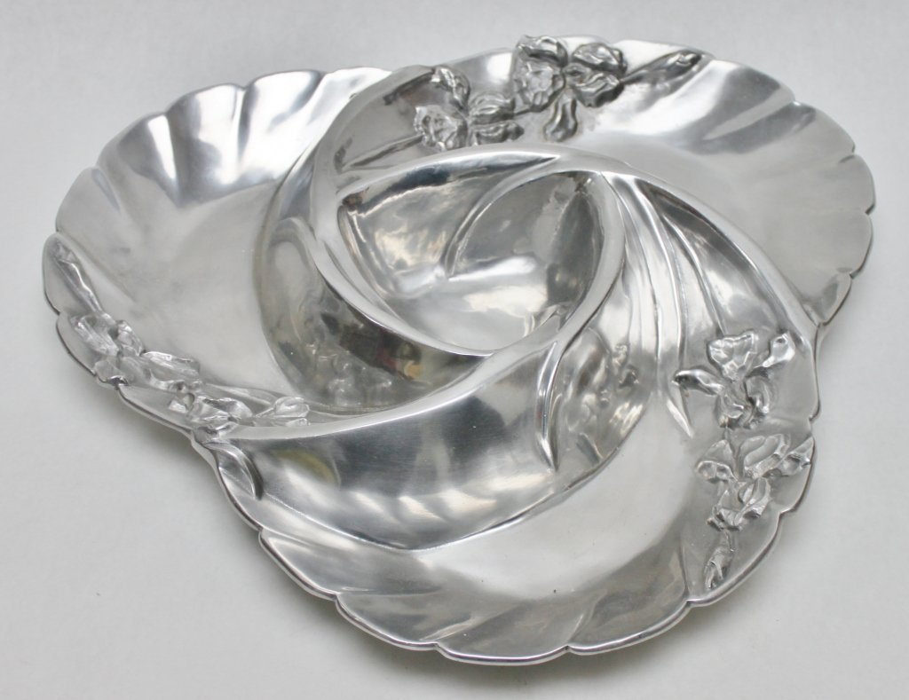 23: Susan Stocking Aluminum Center Piece Platter