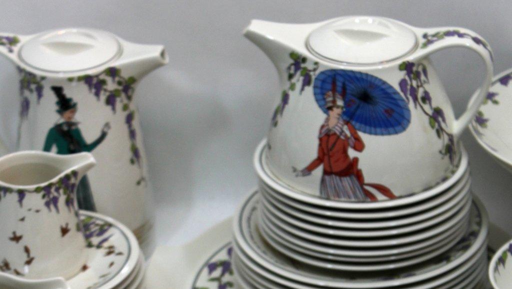 159: Villeroy & Boch Design 1900 Luncheon Set For 8 - 5