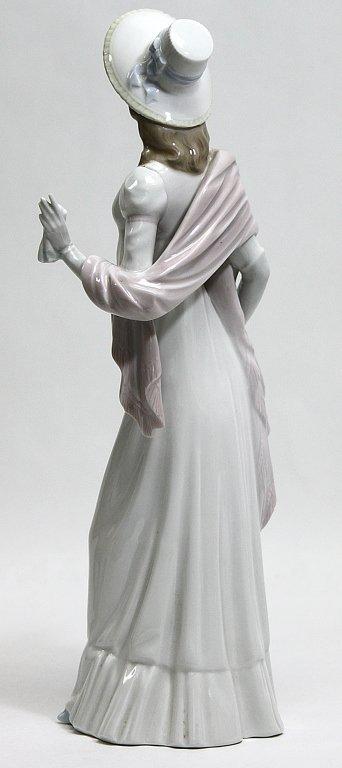 "302: Lladro Porcelain Figurine Dainty Lady"""" - 5"