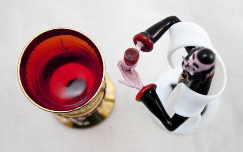 Art Glass Rabbi w/ Murano Ruby Glass Kiddush Cup - 5