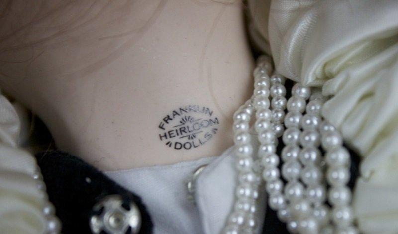 "Franklin Mint Heirloom Collection ""Queen Elizabeth - 8"