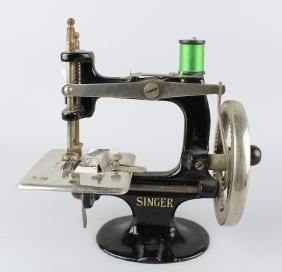 Singer Miniature Sewing Machine Hand Crank