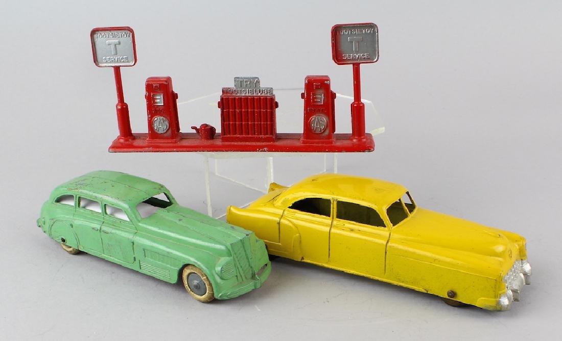 Tootsietoy Cars & Gas Pump