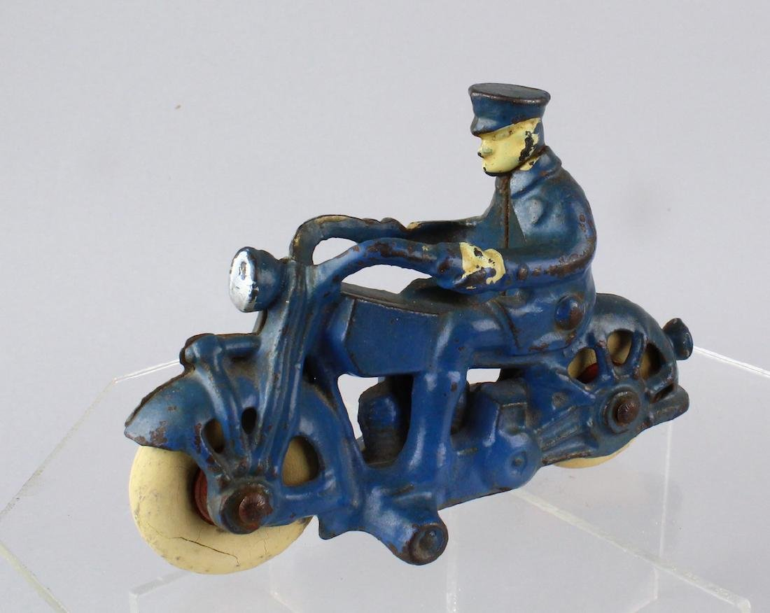 Hubley/AC Williams Cast Iron Motorcycle Cop
