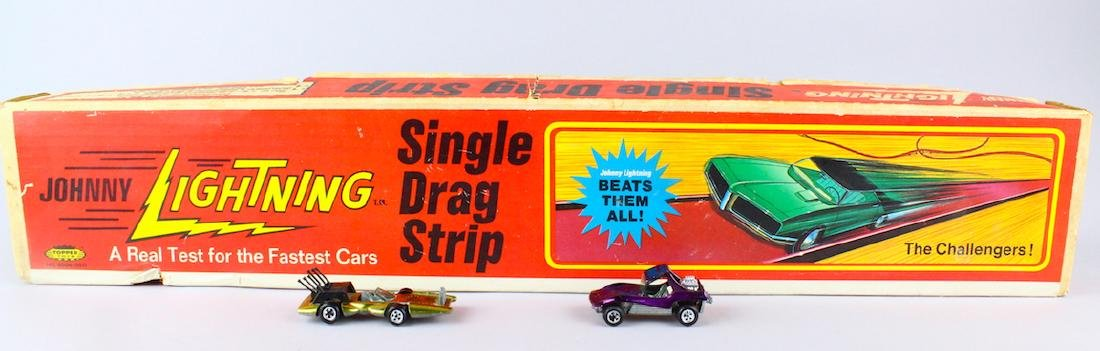 Johnny Lightning Single Drag Strip & 2 Cars
