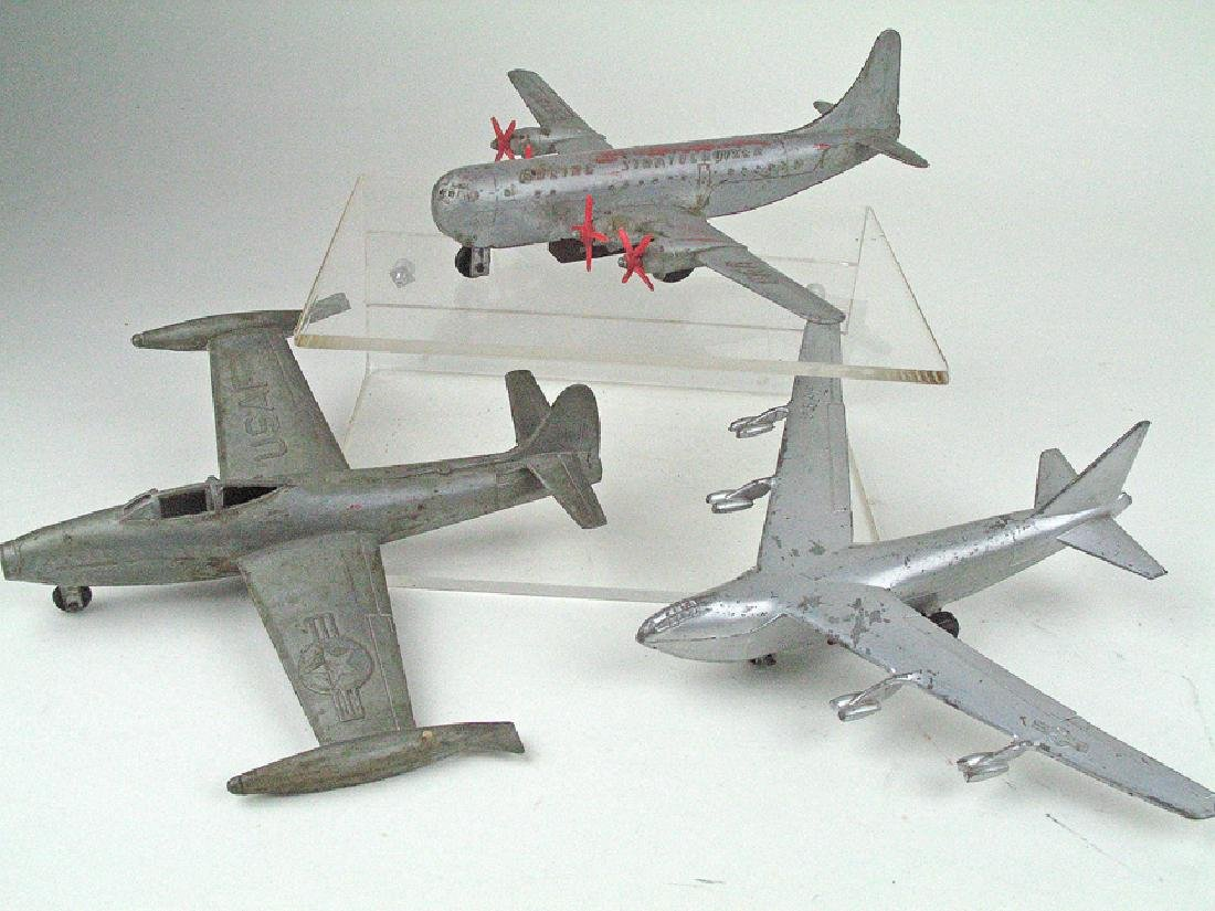 Lintoy? F84 Thunderbolt Boeing Strato Fortress