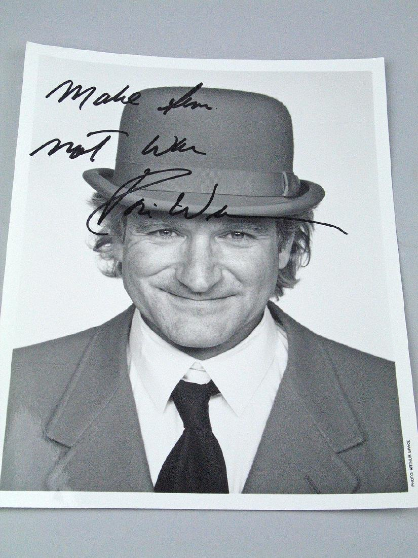 Robin Williams Signed 8 x 11