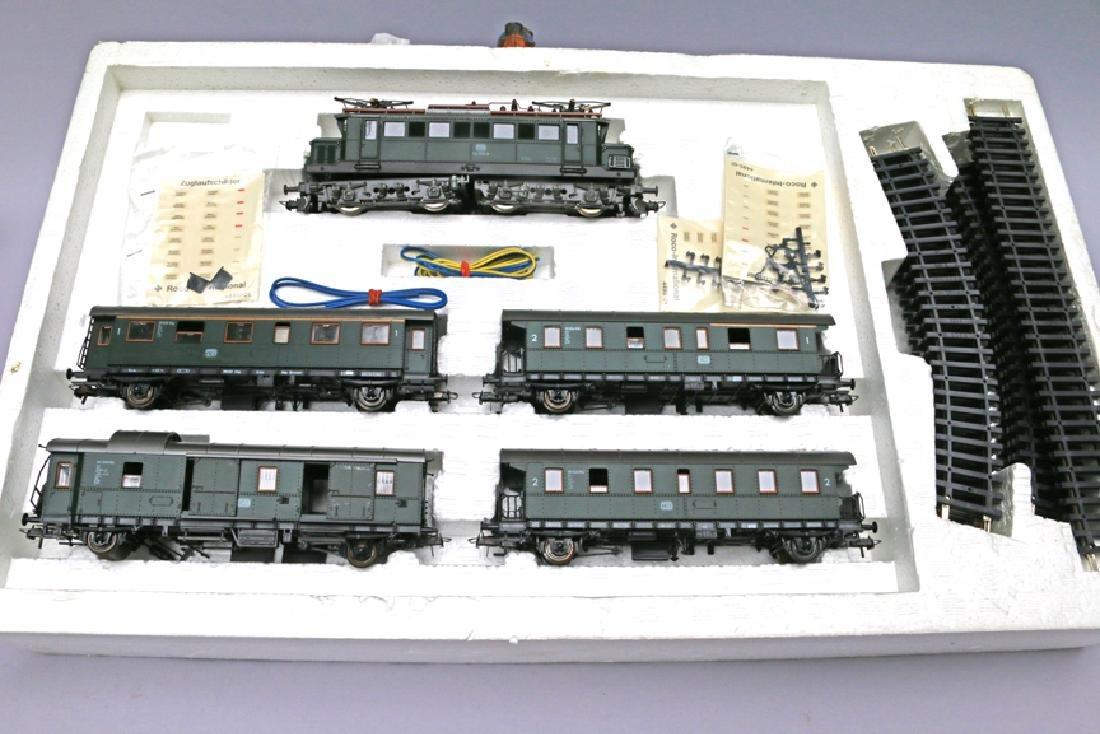 ROCO Austrian HO Train Set 4026 Engine with Pantograph - 2