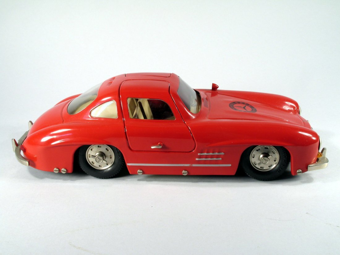 Marklin Mercedes SL300 Gullwing Tin - 2