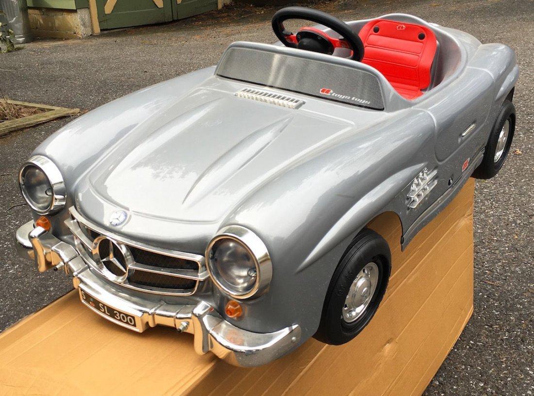 Toys toys mercedes benz 300sl pedal car mib convertible for Mercedes benz pedal car