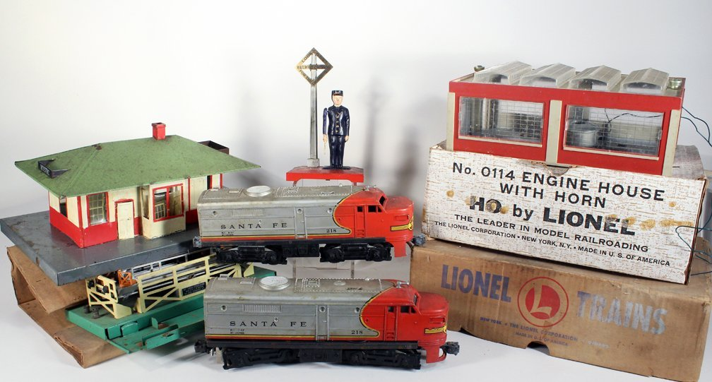 Lionel Santa Fe Engine and Accessories - 2