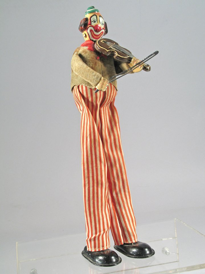 TPS Violin Playing Clown On Stilts Japan