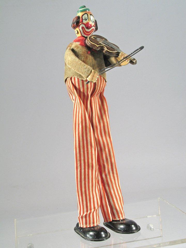 TPS Violin Playing Clown On Stilts Japan