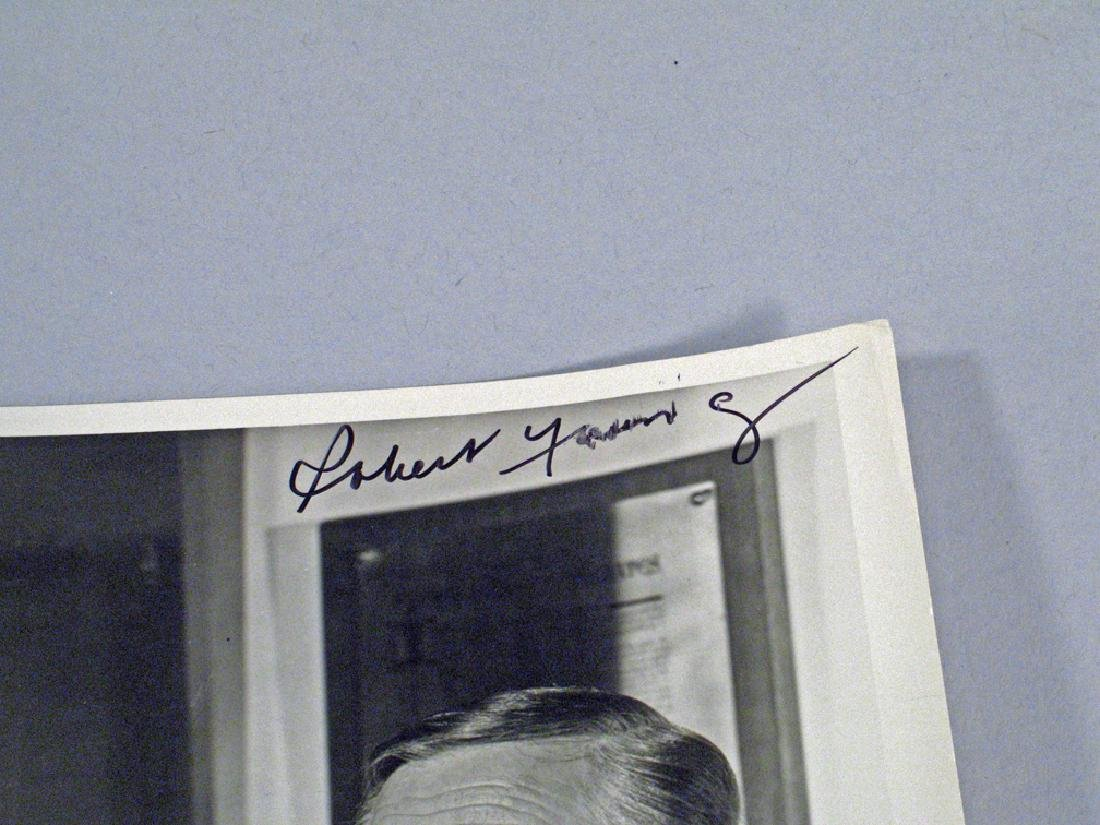 Robert Young ABC Promo Photo Release Autograph - 3