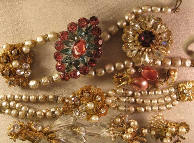 734: COSTUME JEWELRY COLLECTION