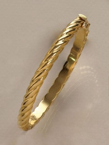 653: GOLD BANGLE BRACELET