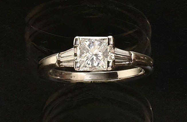 766: PRINCESS CUT DIAMOND ENGAGEMENT RING