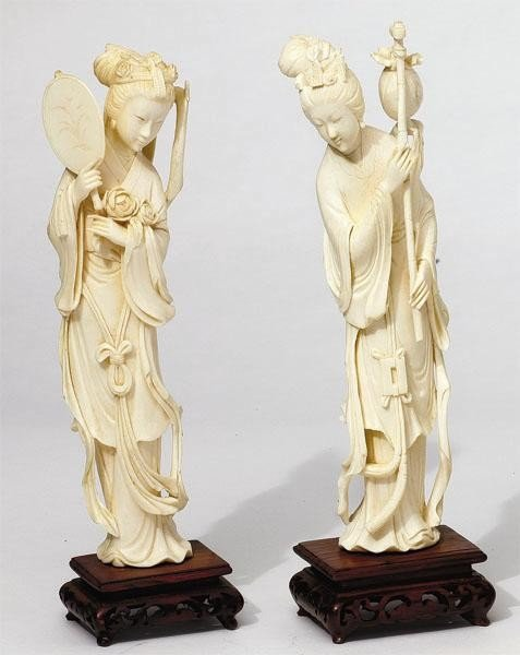 665: PAIR CHINESE CARVED IVORY FIGURES