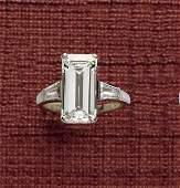 977 EMERALD CUT DIAMOND RING