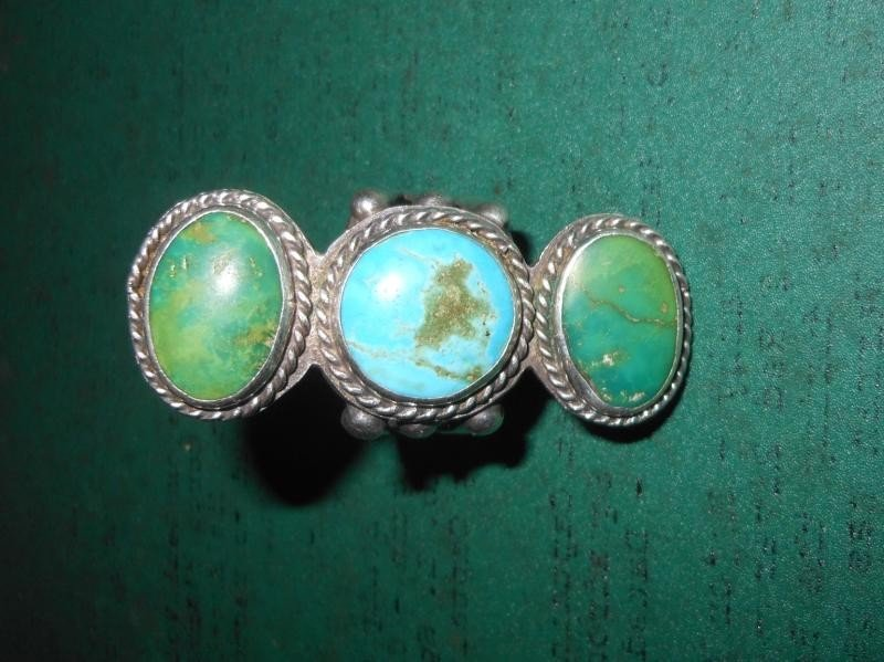 4005: LADY'S TURQUOISE AND STERLING SILVER RING