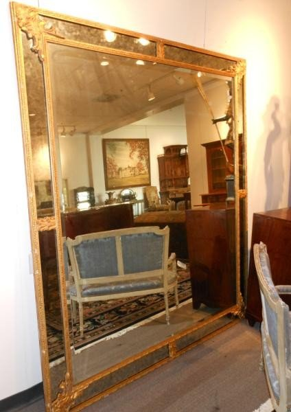 464: LARGE CONTINENTAL GILT FRAMED WALL MIRROR