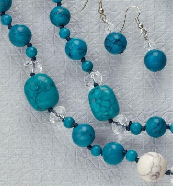 747: TURQUOISE COLORED BEAD NECKLACE
