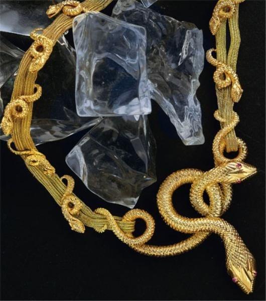 884: GOLD SNAKE NECKLACE